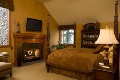 Loe this master bedroom! It's soo elegant and looks soo nice! and it's just the right size for me! :)