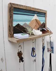 Handmade reclaimed wood snowcapped mountain peaks wall art - Handmade reclaimed wood snowcapped mountain peaks wall art This entryway shelf is a unique way to keep all of your essentials organized! Small Wood Projects, Scrap Wood Projects, Diy Pallet Projects, Scrap Wood Art, Scrap Wood Crafts, Art Projects, Diy Crafts, Wooden Decor, Wooden Diy