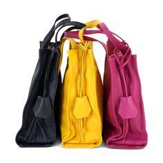 Diese echt Leder Shopper ist praktisch, stylisch und trendig. Muss haben!!!!! #echtleder#shopper#bunt#italytrends#taschentrends#taschen#bags#fashion#mode#blogger#new Clutch, Bunt, Fashion Styles, Fanny Pack, Leather Bag, Artificial Leather