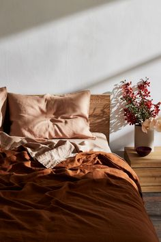 Rust Flax Linen Bedding Set - Warm-toned linen adds energy to any styled bedroom. Our flax lin Rust Flax Linen Bedding Set - Warm-toned linen adds energy to any styled bedroom. Our flax linen sheets in Rust are the answ - Linen Sheets, Bed Linen Sets, Linen Bedding, Bed Linens, Linen Bedroom, Bedroom Curtains, Blue Bed Sheets, Brown Bedding, Sheets Bedding