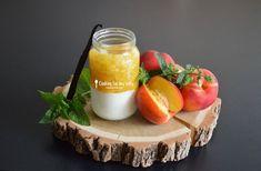 Recette pour bébé tout en douceur pour le goûter : Tartare de nectarine marinée à la menthe sur crème vanille pour bébé (Dès 8 mois). Une jolie recette pendant la diversification alimentaire !