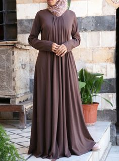 This graceful abaya has an elegant kind of versatility you won't be able to resist. Featuring drapes and pleats that flow effortlessly in this comfortable rayon cotton blend, the Kanza Abaya provides the ultimate stylish look for casual clothing. Abaya Fashion, Modest Fashion, Fashion Outfits, Moslem Fashion, Hijab Style Dress, Mode Abaya, Abaya Designs, Muslim Dress, Modest Dresses