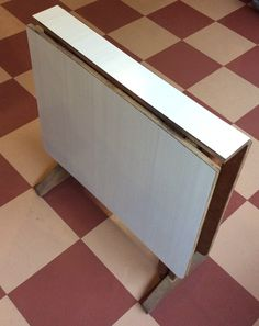 Iki-levy / Formica pintainen klaffipöytä 60 - 70 luvun taitteesta . korkeus 74cm . leveys tässä asennossa 12cm . syvyys 70cm . @kooPernu