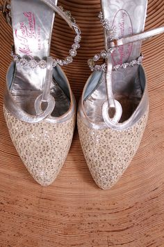 1950s shoes . 50s ivory and silver wedding heels . size 7 by coralvintage, $64.00