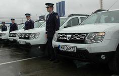 132 de autoturisme Dacia Duster au fost repartizate poliţiştilor, pentru a fi folosite în misiunile desfăşurate pentru siguranţa cetăţenilor.