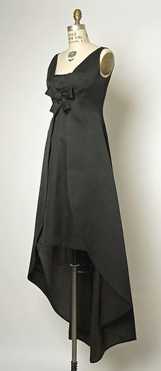 Evening dressDesign House: House of Balenciaga (French, founded 1937) Designer: Cristobal Balenciaga (Spanish, Guetaria, San Sebastian 1895–1972 Javea) Date: ca. 1967 Culture: French