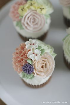 veranda studio butter cream flower cupcake:D