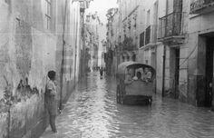 INUNDACIONES EN LA CUENCA DEL SEGURA: Murcia, 24-4-1946.- El agua del río Segura ha comenzado a descender en muchos de los pueblos murcianos donde los damnificados comienzan a evaluar los daños. EFE/Herreros/aa lafototeca.com Image : efespseven069074