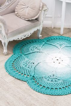 Crochet Mandela Crochet string rug Patterns with Video. ↦ Crochet string rug - Learn how to make amazing model. These beautiful Carpet Crochet Doily Rug Pattern Ideas! I love crocheted rugs that look like giant doilies. Crochet Doily Rug, Crochet Rug Patterns, Crochet Carpet, Crochet Home, Crochet Flowers, Oval Rugs, Round Area Rugs, Draps Design, Design Design
