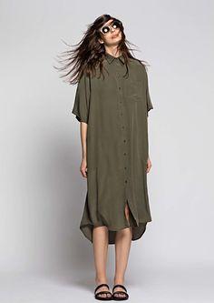 Osklen, Look Long, loose, olive-green shirt dress. Fashion 2017, Latest Fashion Trends, Fashion Show, Womens Fashion, Fashion Design, Vogue, Estilo Real, Dress Up, Shirt Dress