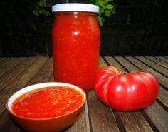 Domatesin bol ve lezzetli olduğu bu günlerde yemeklerinize ve makarnalarınıza lezzet katacak domates sosunu hazırlayıp, kış aylarında kullanabilirsiniz.