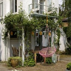 Urban Garden Design - Small garden ideas and small garden design, from clever use of lighting to colour schemes and furniture, transform a tiny outdoor space with these amazing small garden design ideas. Raised Garden Beds, Raised Beds, Xeriscaping, Garden Inspiration, Garden Ideas, Terrace Ideas, Garden Tips, Patio Ideas, Small Garden Design