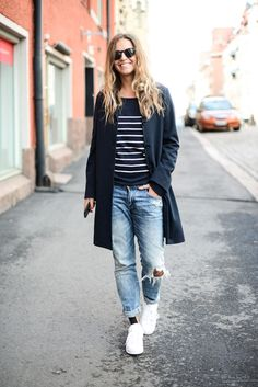 Love this whole outfit. I would try the horizontal stripes but am worried they may make me look wider.