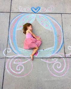 50 Super Fun Summer Sidewalk Chalk Art Ideas - This Tiny Blue House Chalk Photography, Chalk Photos, Chalk Design, Sidewalk Chalk Art, Foto Baby, Wow Art, Chalkboard Art, Art For Kids, Art Projects