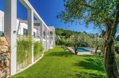 Exceptional new and contemporary property, in perfect condition located in a secure closed domain on the hills just above Villefranche-sur-Mer enjoying a panoramic sea view.#Villefranche-sur-Mer #contemporary #villa offering #panoramic #sea view of bay of #Nice #frenchriviera #cotedazur #hermitage