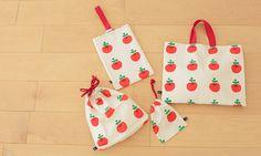 nunocotoの手作りキット「1mで作れる入園グッズ4点セット:ringonomori」/レッドです。可愛いりんご柄布は子供に大人気!必要なパーツと、お裁縫初心者さんにやさしい作り方説明書をセットにしてお届けします。