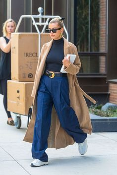Hailey Bieber Top 20 Looks This Season 🔥 - Best style inspiration guide ft. Hailey Bieber as our style guru - Fashion 2020, Look Fashion, Fashion News, Fashion Outfits, Womens Fashion, Fashion Spring, Winter Fashion, Celebrity Style Casual, Celebrity Style Inspiration