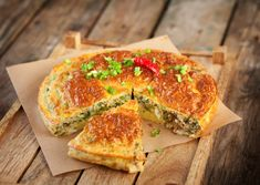 We've got you sorted for Sunday brunch! Tasty tuna pie with feta and eggs 👌 Tuna Recipes, Mexican Food Recipes, Cooking Recipes, Healthy Recipes, Ethnic Recipes, Tortas Sandwich, Tuna Pie, Food Porn, Fish Pie