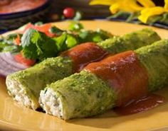 Recipes Cottage Cheese Enchiladas with Cilantro Pesto with Maseca® (use corn tortillas if you don't want to make them from scratch! Mexican Dishes, Mexican Food Recipes, Ethnic Recipes, Maseca, Chayote Recipes, Great Recipes, Favorite Recipes, Cilantro Pesto, Cheese Enchiladas