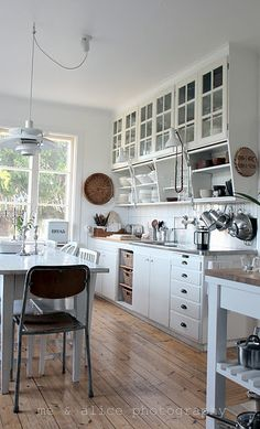 sigh... love this kitchen, so bright and beautiful