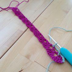 Anette L syr och skapar: Beskrivning tvåfärgade grytlappar Baby Blanket Crochet, Clothes Hanger, Crafts For Kids, Crochet Patterns, Crochet Flowers, Crochet Stitches, Crochet Carpet, Craft, Mantas Crochet