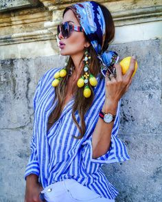 46 Awesome Casual Style Ideas That Will Inspire You - Casual Fashion in the City Look Fashion, Girl Fashion, Fashion Check, Glamour, Blouse And Skirt, Poses, Fashion Addict, Stylish Outfits, Curly Hair Styles