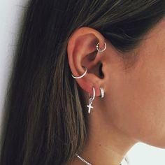 Bali hoops San Saru Bali hoops San Saru Bali hoops San Saru Bali hoops San Saru Related Trendy & Stylish Ear Piercing Ideas To Inspire You, love. Percing Tragus, Bijoux Piercing Septum, Innenohr Piercing, Ear Piercings Cartilage, Body Piercings, Cartilage Earrings, Pretty Ear Piercings, Ear Peircings, Unique Ear Piercings