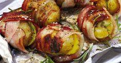 Kräuterduft und knuspriger Speckmantel - bei diesen Schlemmerkartoffeln könnte aus der Beilage vom Grill glatt die Hauptsache werde.