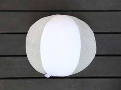 Der kuschligste Spielball aller Zeiten. Zertifizierte, gestrickte Bio-Baumwolle in grau und weiss. Ein echter Hingucker. #ball #soccer #indoor #cushion #pillow #children #kids #vegan #eco #grey #white