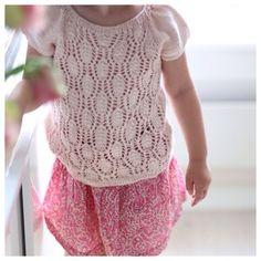 Beautiful knitting patterns here!! Paelas.com  Floratopp / Flora top (norwegian and english version)