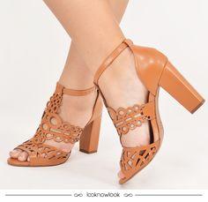Sandália com recortes e salto grosso (super confortável)! #moda #look #calçados #sandália #shoes #sotd #shop #lojaonline #ecommerce #lnl #looknowlook