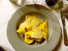 Un locale dove si respira l'esperienza e l'arte della buona tavola. Bologna Food, Tortellini, Cantaloupe, Cheese, Fruit, Art, The Fruit