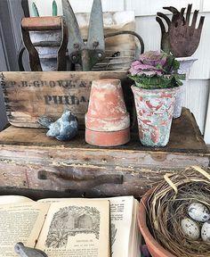 crusty pots, vintage box and tools, nest . beautiful garden digs (: crusty pots, vintage box and t Cottage Garden Design, Garden Shop, Garden Junk, Garden Pots, Shed Decor, Balcony Planters, Potting Tables, Vibeke Design, Diy Kit