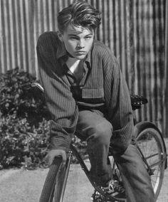 Leonardo DiCaprio's bad-boy next door look