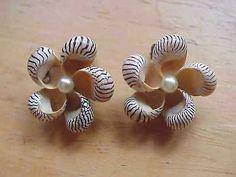 Vintage-Zebra-Seashell-Earrings-Clip-On-Earrings-Seashell-Pearl-Center