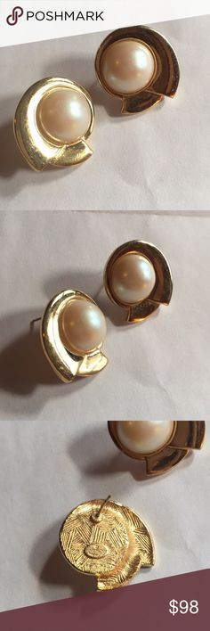 Givenchy Vintage earrings gold/ Pearl 80's vintage Givenchy earrings. No backs, sorry! Givenchy Jewelry Earrings