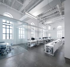 Jean Guy Chabauty of Moderno and Anne Sophie Goneau teamed up to create a new office space for BLUE Communications, an interactive agency based in Montreal. Located in an old brewery, the office space was a little under square feet and needed to be Open Space Office, Bureau Open Space, Industrial Office Space, Loft Office, Office Space Design, Office Workspace, Office Interior Design, Design Offices, Glass Office