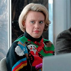kate mckinnon winking is my favorite thing ever kate mckinnon office christmas party