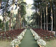 Paula e Eduardose casaram em um belo fim de tarde, na Fazenda Vila Rica. Decoradora talentosa, a noiva não teve muita dificuldade para que tudo saísse exa