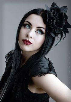 Top Gothic Fashion Tips To Keep You In Style. As trends change, and you age, be willing to alter your style so that you can always look your best. Consistently using good gothic fashion sense can help Gothic Girls, Hot Goth Girls, Dark Fashion, Gothic Fashion, Emo Fashion, Fashion Clothes, Style Fashion, Goth Beauty, Dark Beauty