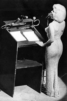 http://gunsock.hubpages.com/hub/Marilyn_Monroe_Hollywood_Sex_Symbol