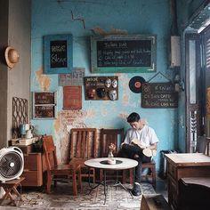 """4 Cafés im Stil eines """"heißen kleinen Tages"""" in Saigon - Sài Gòn xưa - Retro Cafe, Vintage Cafe, Vintage Decor, Cafe Interior Design, Cafe Design, Cafe Restaurant, Restaurant Design, Vintage Coffee Shops, Cafe Concept"""