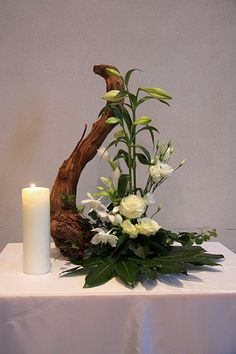 Great Pics Moderne Blumenarrangements Concepts Among the most beautiful and sophisticated varieties of flowers, we carefully selected the correspon Ikebana Flower Arrangement, Church Flower Arrangements, Christmas Floral Arrangements, Ikebana Arrangements, Church Flowers, Beautiful Flower Arrangements, Floral Centerpieces, Beautiful Flowers, Simple Flowers