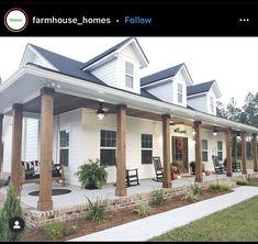 White Farmhouse Exterior, Farmhouse Front Porches, Farmhouse Homes, Farmhouse Plans, Country Homes, Farmhouse Decor, Southern Farmhouse, Modern Farmhouse Style, Dream House Exterior