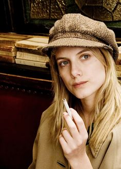 melanie laurent- inspiration for Marianne's hobo outfit Melanie Laurent, Smoking Ladies, Girl Smoking, Sophia Loren, Inglorious Bastards, Hard Working Women, Portraits, Film Movie, Celebrity Crush