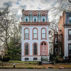 A lovely pink mansard roofed house. Thanks for sharing. from - Last one for this mansard Monday. This one on Lafayette Avenue in St. by archi_ologie Victorian Architecture, Beautiful Architecture, Beautiful Buildings, Beautiful Homes, Architecture Design, Second Empire, Cute House, House Roof, Little Houses