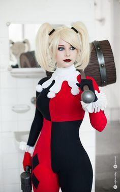 Angeljacket.com Character: Harley Quinn (Dr. Harleen Quinzel) / From: DC Comics 'Harley Quinn' & DCAU's 'Batman: The Animated Series' / Cosplayer: Anna Rédei (aka Enji Night) / Photo: Sarmai (Balázs Sármai) (2016)