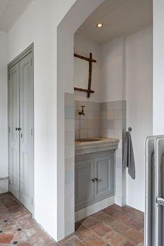 Handmade kitchen by 't Achterhuis in Udenhout. House Bathroom, New Homes, Handmade Kitchens, Bathrooms Remodel, Home, Diy Bathroom Decor, Traditional Toilets, New Toilet, Scandinavian Interior Design