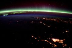 Tim Peake @astro_timpeake   I never imagined the #aurora was going to be so active – stunning! #Principia