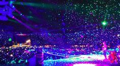 Unos 300 mil mexicanos se reunieron en un concierto con grandes estrellas en homenaje a las víctimas de los terremotos: El show, llamado…
